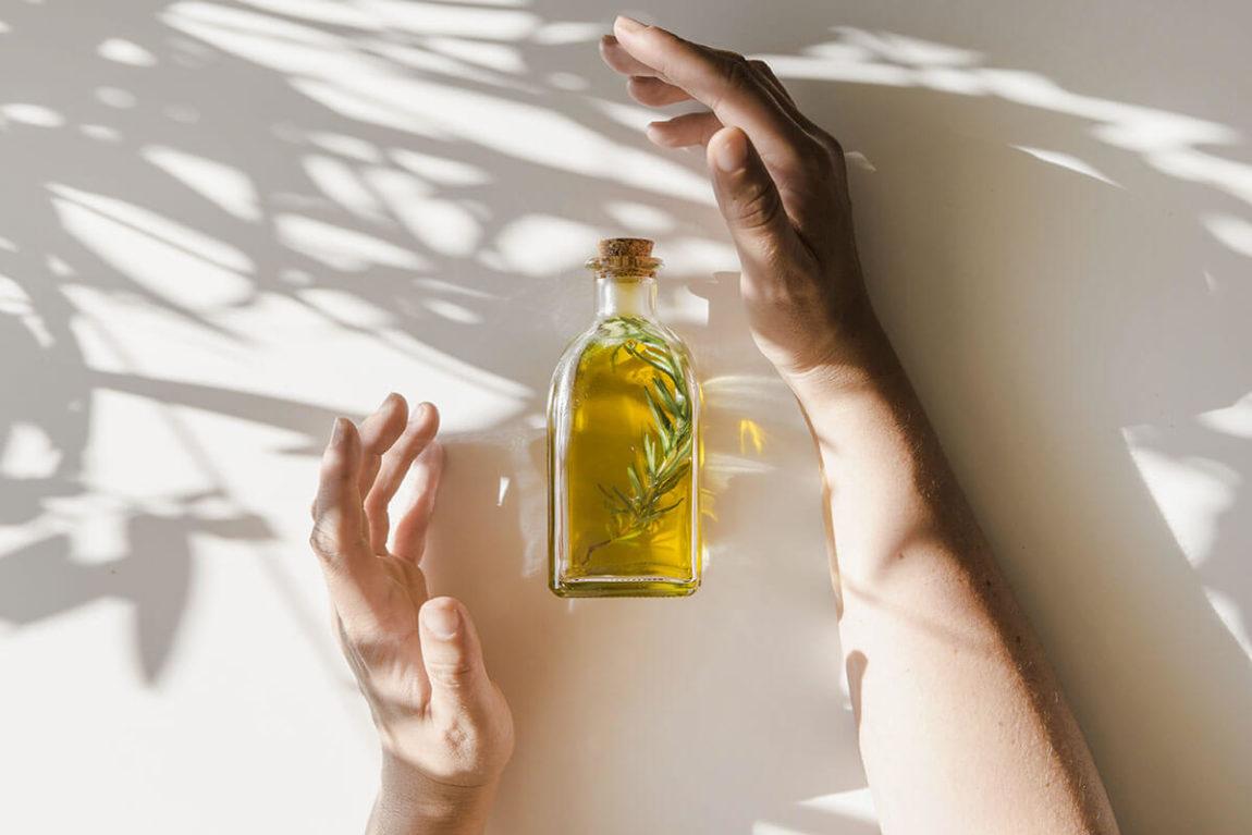 Olio essenziale di Rosmarino: proprietà e benefici