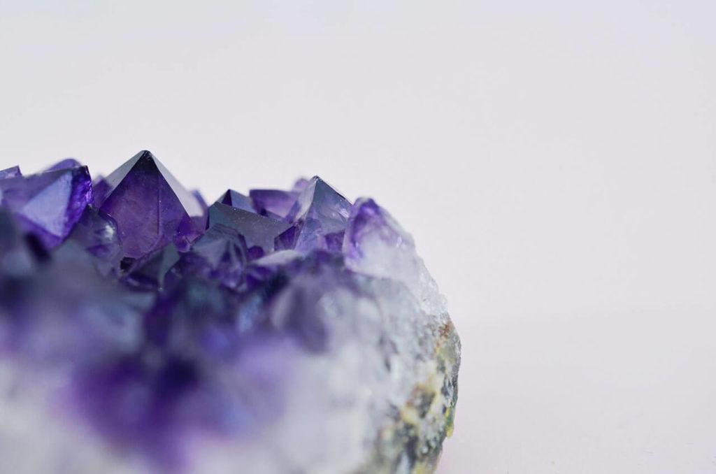 Come curarsi con l'energia delle pietre